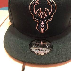 Green NewEra NBA Milwaukee Bucks SnapBack